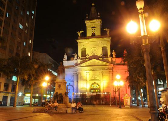 Foto da frente da Catedral de Campinas