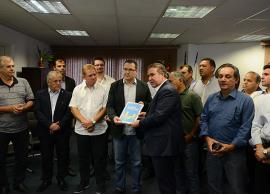 Prefeito entrega PLs da LOA 2018 e do Plano Diretor à Câmara Municipal