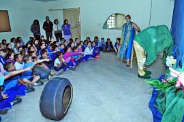 Atividade lúdica em escola ensina a enfrentar a dengue