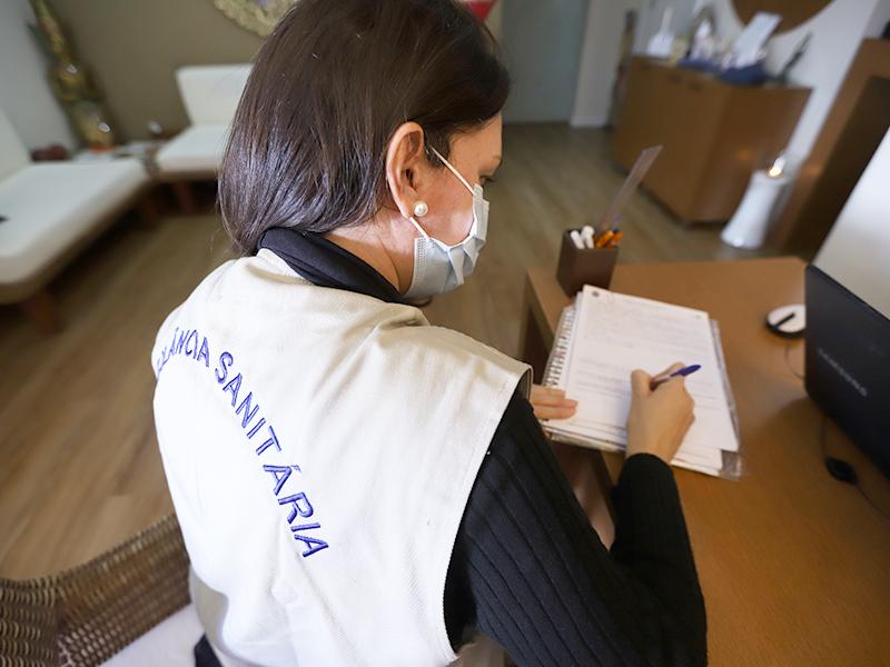 Foto: Fiscais orientaram sobre medidas sanitárias e reforçaram a importância da vacina   Crédito: Divulgação